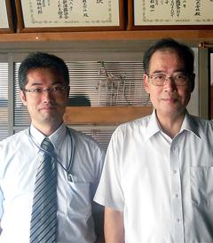 代表取締役 佐久間 孝二郎氏(右)ときき酒師菅生